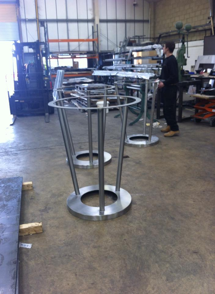 stainless steel tables for pub chain 4